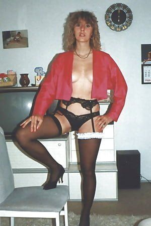 Hausfrau in Strapsen