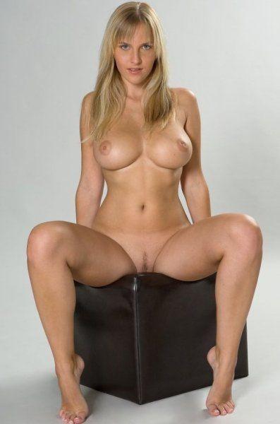 Ich sitze gerade auf meinem dicken Dildo