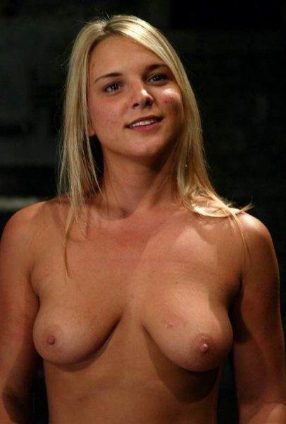Sweety mit perfekten Brüsten