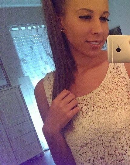 Süßes Girl macht iPhone-Selfie