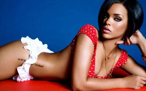 Rihanna hat kaum etwas am Körper