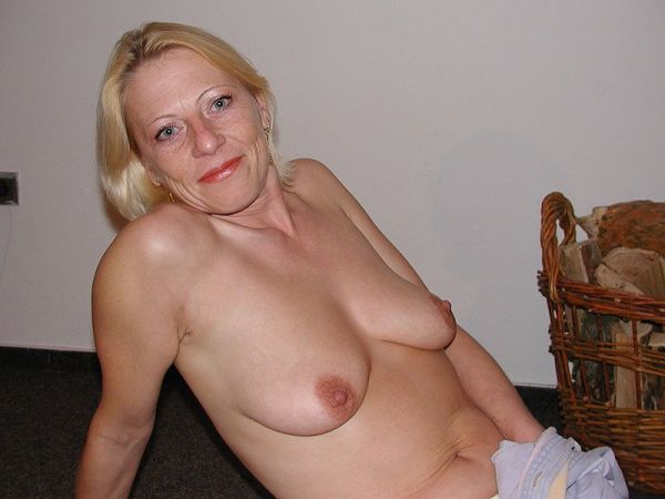 Mature nude in casa pichs