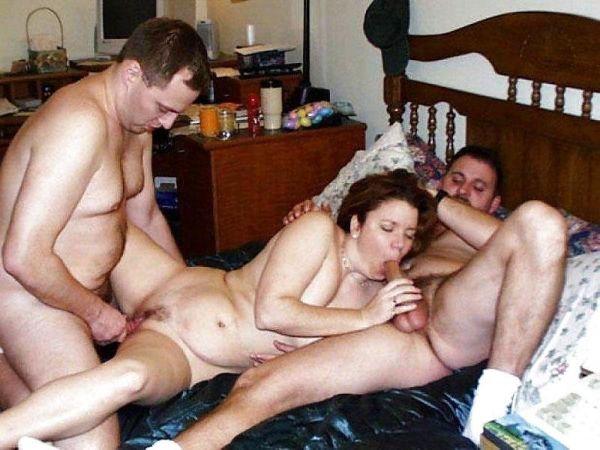 Frau fickt zwei Männer